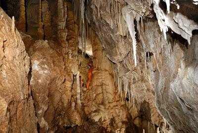 Το ωραιότερο σπήλαιο της Αττικής βρίσκεται στο Χαϊδάρι! Δείτε ντοκιμαντέρ και φωτογραφίες