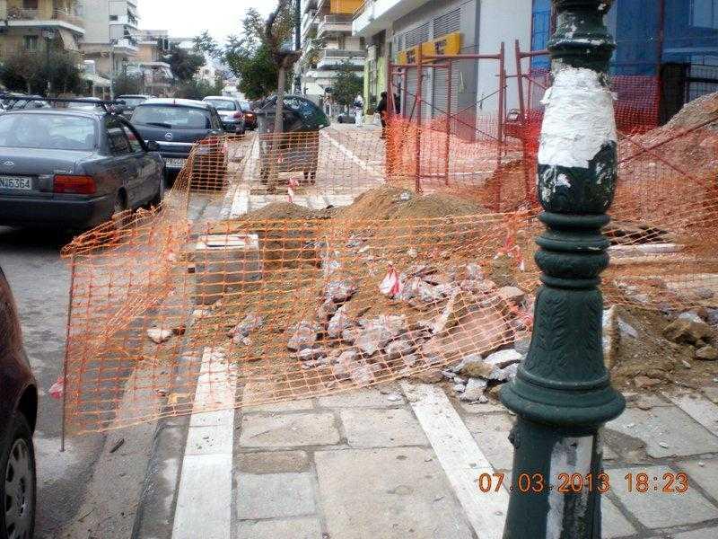 Σκάψτε τα πεζοδρόμια ελεύθερα! Ποιος νοιάζεται για τους πεζούς σε αυτή την πόλη;