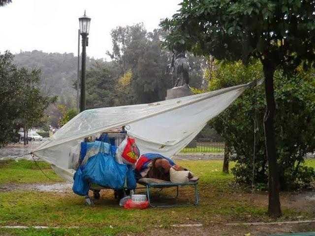 Ο βαρύς χειμώνας απειλεί τη ζωή των Ελλήνων αστέγων