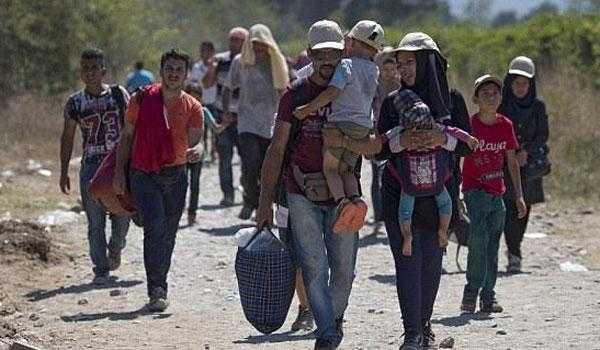 Πρόσφυγες στην προβλήτα Σκαραμαγκά: μούσκεμα το χειμώνα, ψήσιμο το καλοκαίρι